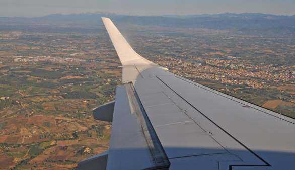Blick aus einem Flugzeug auf die Toskana
